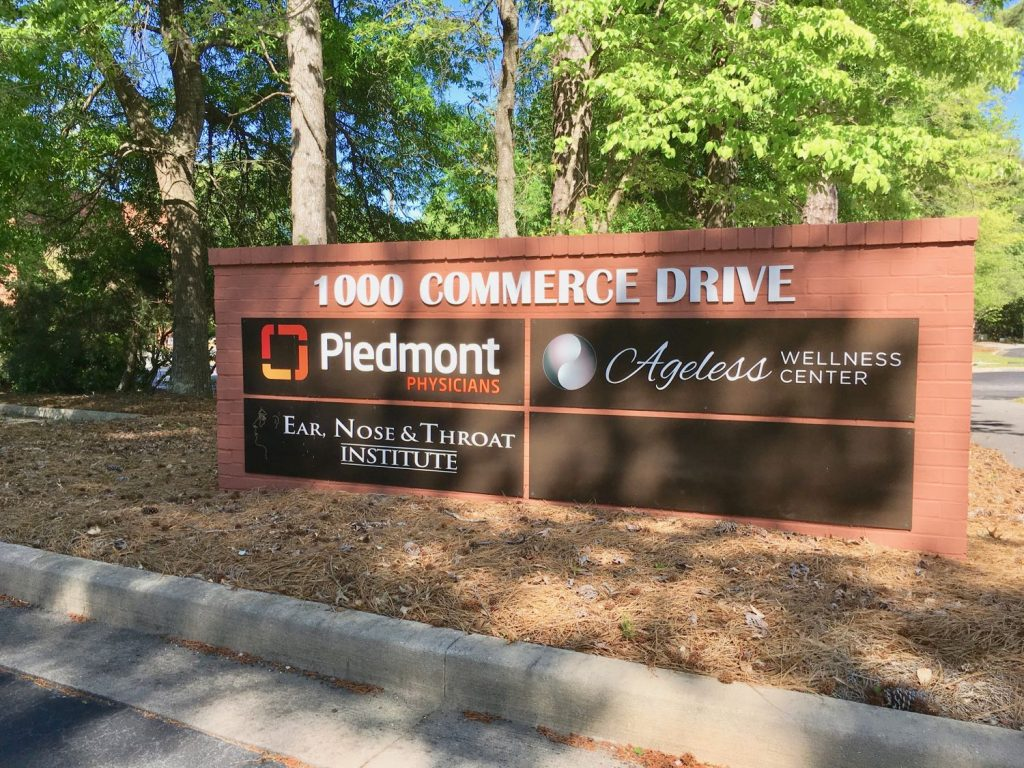 Marquee sign for 1000 Commerce Drive Medical Office Building in Peachtree City, GA.