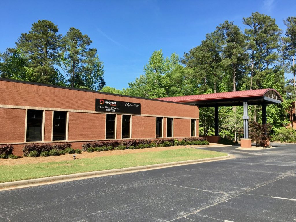 Exterior view of 1000 Commerce Drive Medical Office Building in Peachtree City, GA.