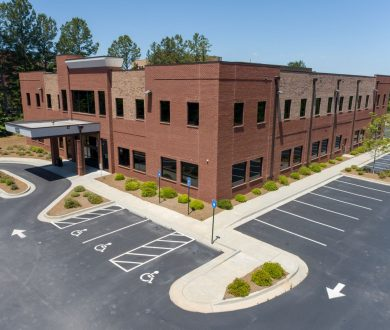 Aerial side view of 1233 Highway 54 medical office building in Fayetteville, GA.