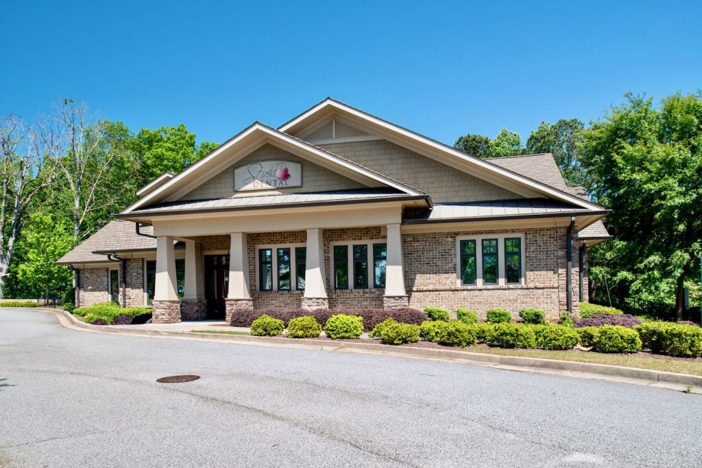 Exterior front view of Stiehl Dental office in Newnan, GA.